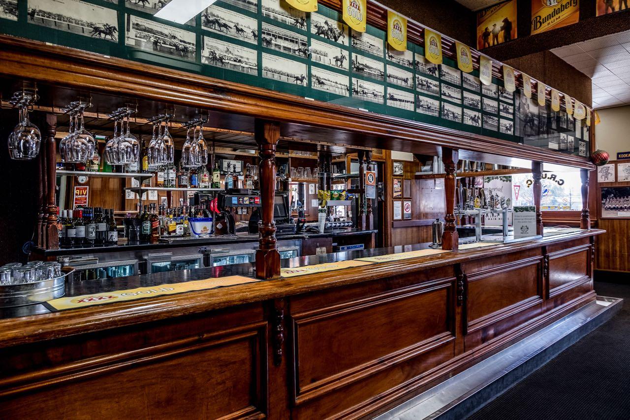 imperial-hotel-coonabarabran-NSW-pub-accommodation-bar1