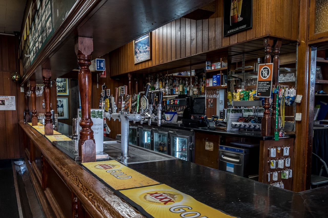 imperial-hotel-coonabarabran-NSW-pub-accommodation-bar4