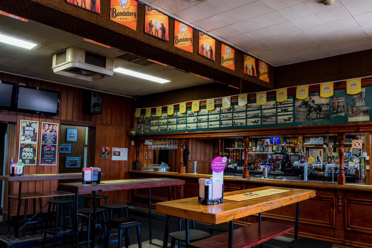 imperial-hotel-coonabarabran-NSW-pub-accommodation-bar5