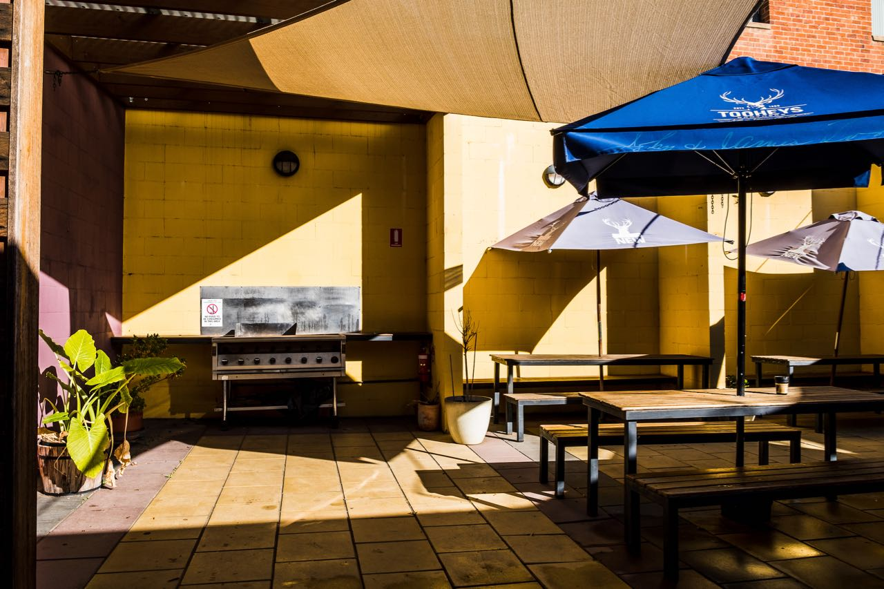 imperial-hotel-coonabarabran-NSW-pub-accommodation-bbq-area1