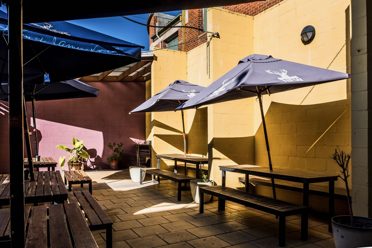 imperial-hotel-coonabarabran-NSW-pub-accommodation-bbq-area3
