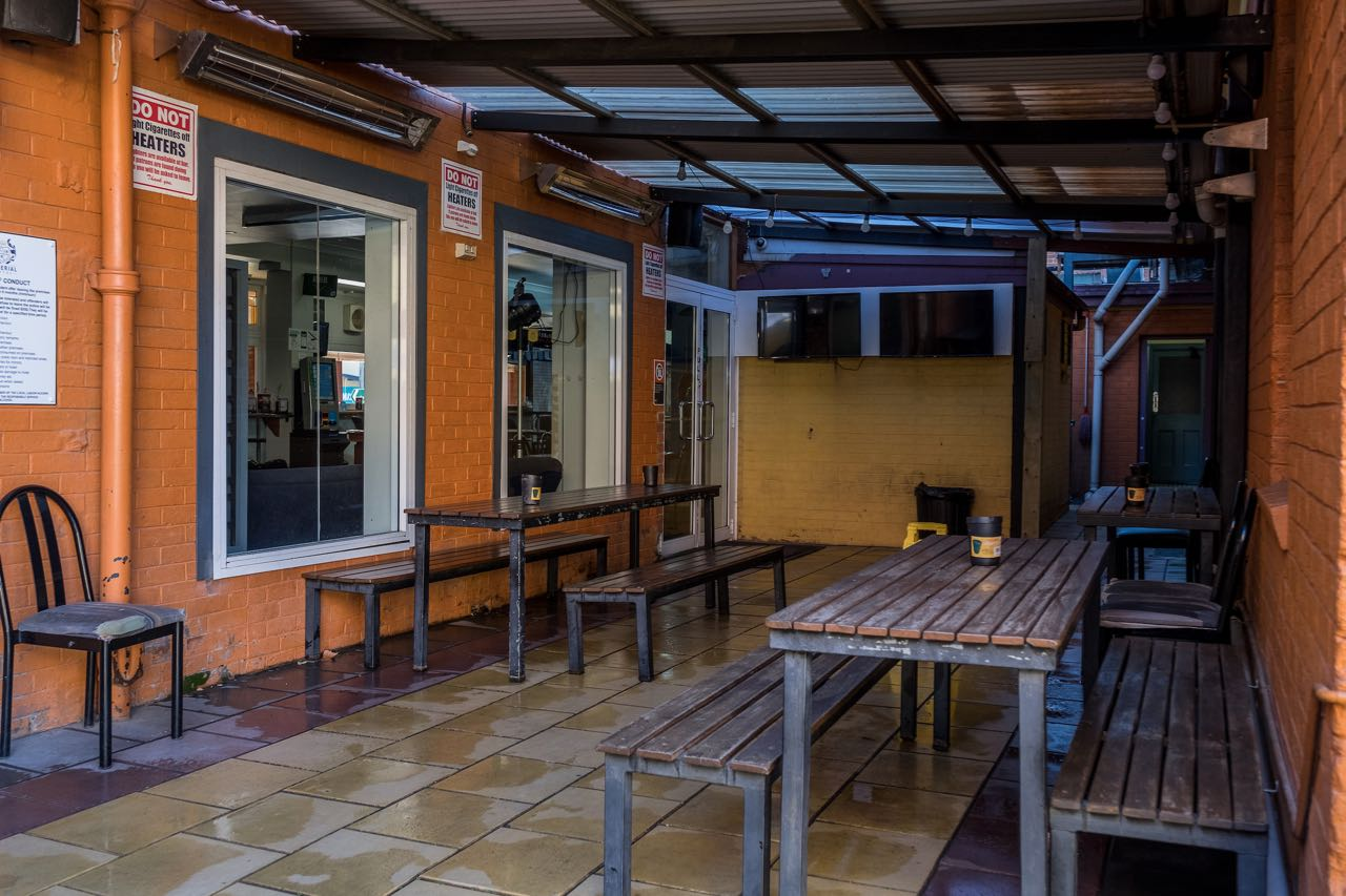imperial-hotel-coonabarabran-NSW-pub-accommodation-bbq-area4